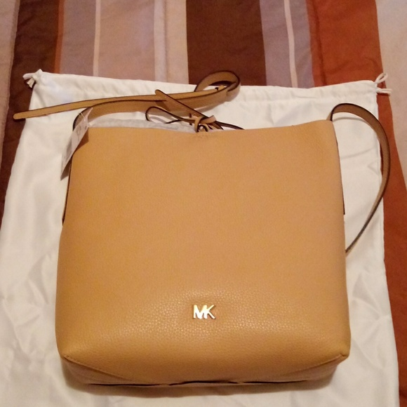 af4c0427bb37 Michael Kors Junie LG Messenger leather